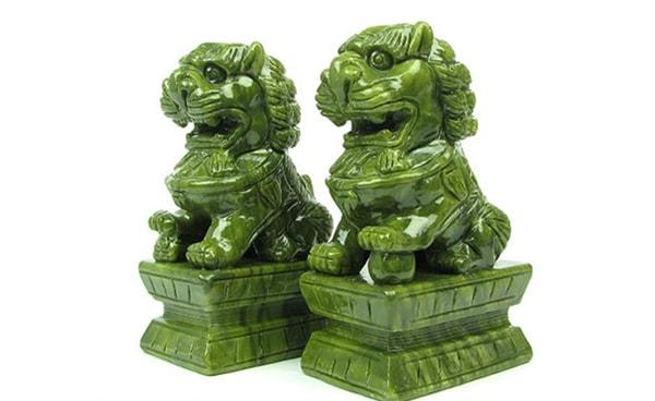 Đôi sư tử đá nhỏ: Phù hợp với những người làm nghề môi giới, như luật sư, diễn viên