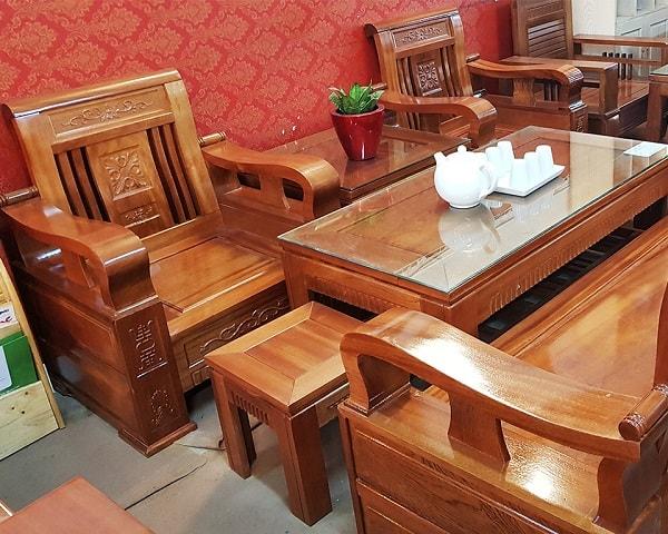 Bàn ghế phòng khách được làm từ gỗ xoan đào