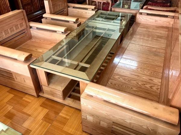 Bàn ghế phòng khách được làm từ gỗ tần bì