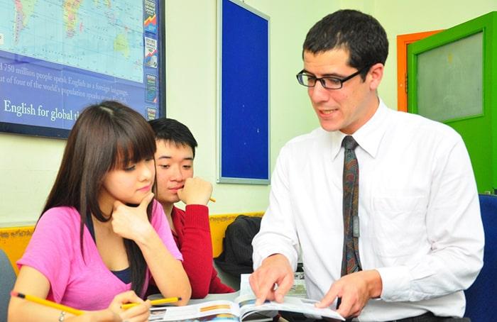 Hãy luôn lắng nghe và chia sẻ cùng học sinh
