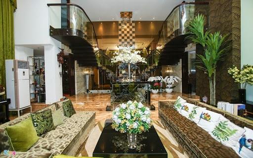 Biệt thự của Đàm Vĩnh Hưng như một khách sạn xa hoa và sang trọng