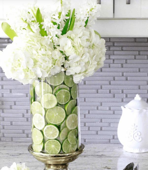 Ý tưởng trang trí phòng làm việc bằng hoa tươi kết hợp Hoa và Trái cây
