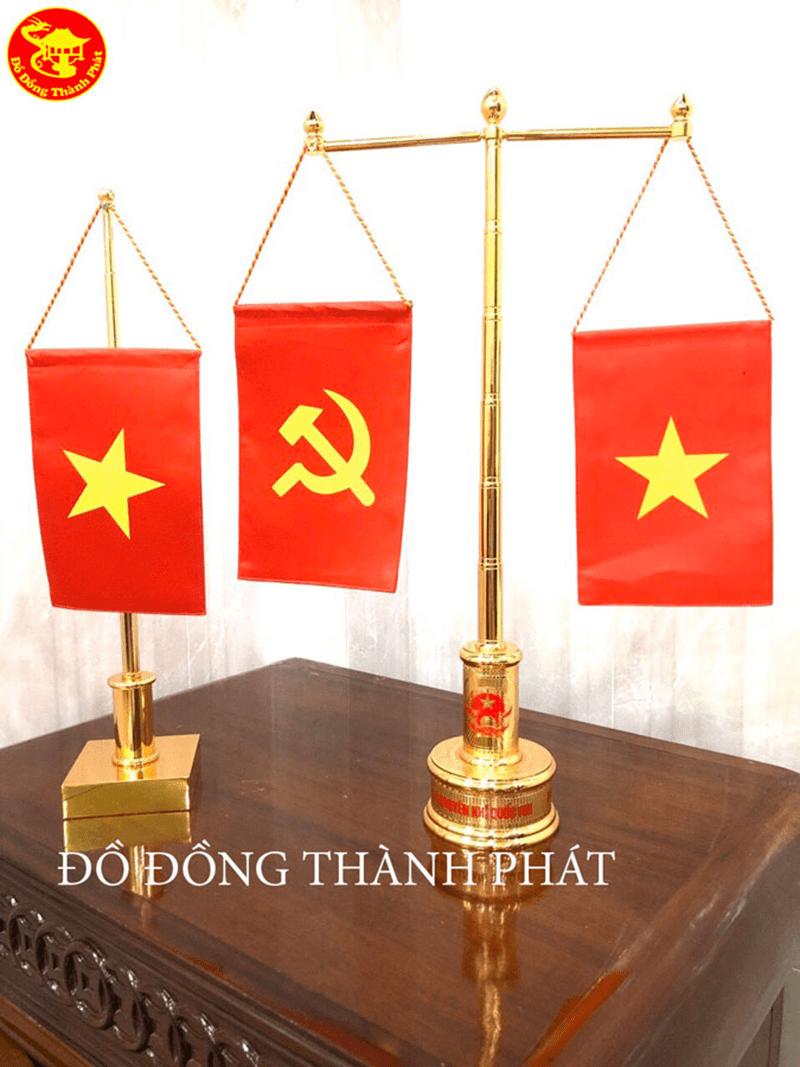 Cột cờ để bàn đồng mạ vàng 24k